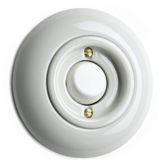 Vit apparat med fjädrande knapp. Komplett med vit porslinsring. 10A 250V.