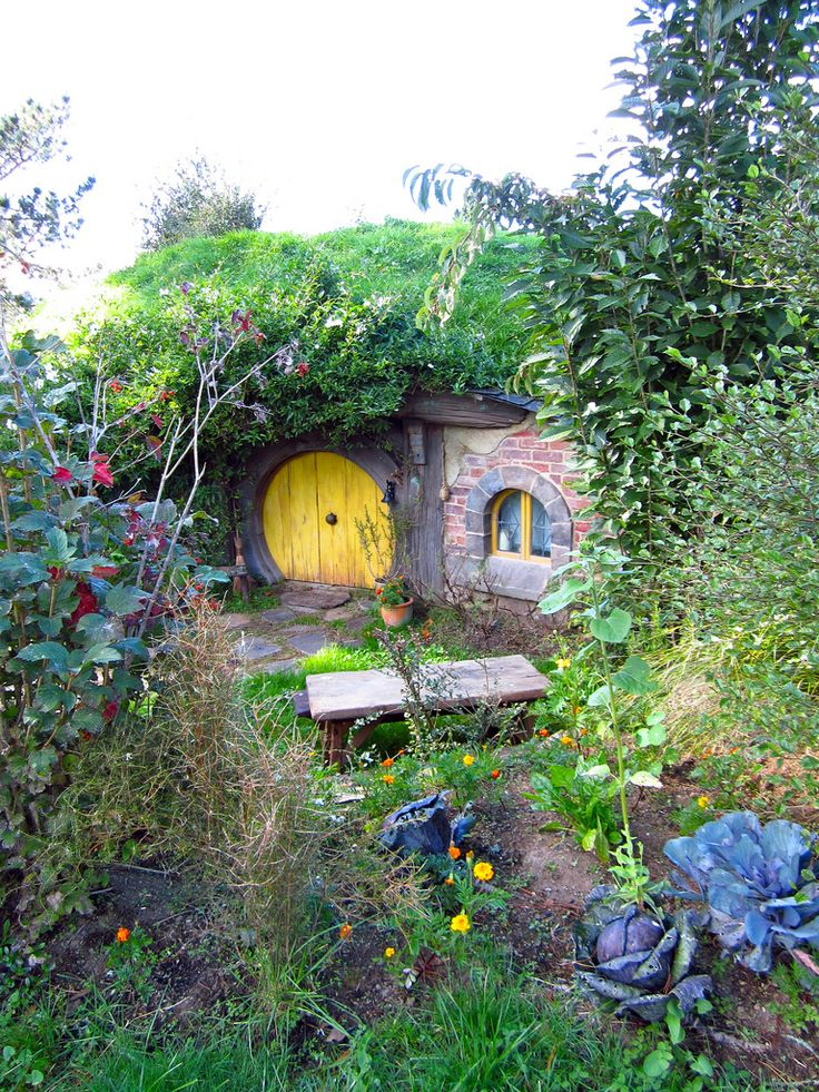 hobbit house by sweetyellow