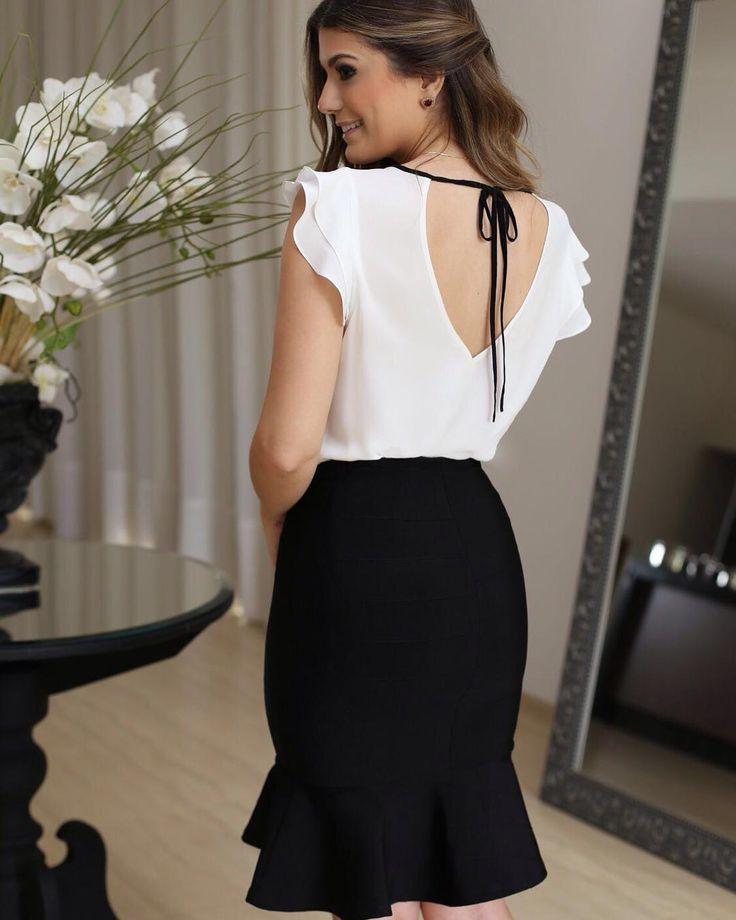"""""""{Details} In love por essa Blusa Black & White que além de pregas e babados na frente, ainda tem esse decote com amarração lindo nas costas! ❤️ #trend…"""""""