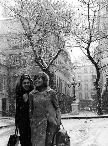 Robert Dosineau, Il neige place Furstenberg, 3 décembre 1966, http://www.robert-doisneau.com/fr/portfolio/neige.htm