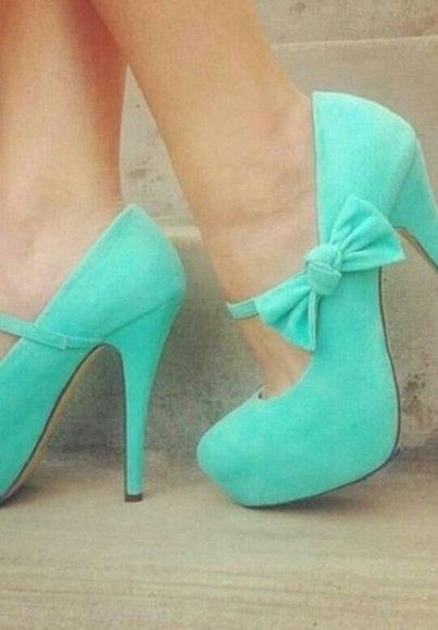 Beautiful teal color high heels with bows. Perfect for prom or any fancy/special occasion