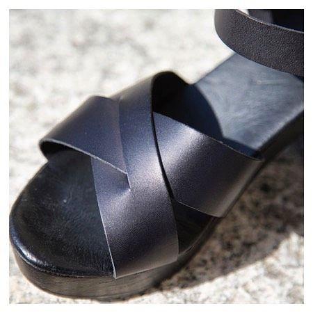 On ☀️ days we love to wear our P48 #sandals #foreverblack #black #summershoes #highheels #heels #absatz #sandal #schuhe #sommer #zurich #sunnydays