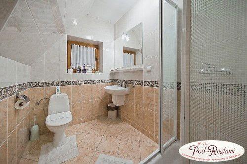 Pokój nr 3 - łazienka  http://www.podreglami.pl/zakwaterowanie/pokoje-3-osobowe.html