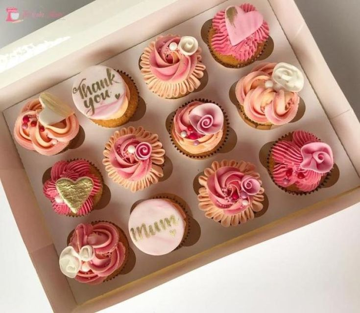 Mothers Day Desserts, Mothers Day Cupcakes, Fondant Cupcakes, Cupcake Cakes, Edible Cupcake Toppers, Mothers Day Cakes Designs, Fashion Cupcakes, Holiday Cupcakes, Mom Cake