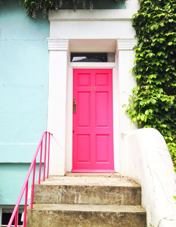 This #PinkDoor , #TurquoiseHouse and #ivy on the walls of a Notting Hill home in London is so adorable! // KellyGoLightly.com