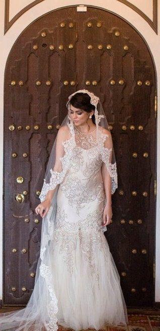 Beaded Lace Wedding veil Spanish veil Catholic por VanyaBvlgari, $165.00