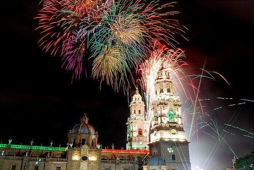 MORELIA LO TIENE TODO. Música, cinematografía, exquisitos platillos y edificios de cantera rosa son algunos de los atractivos que ofrece Morelia, la capital del estado de Michoacán.