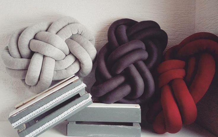 | knot cushion |