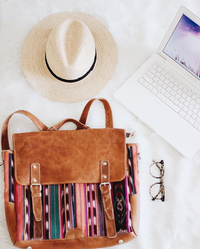 We sense you're in need of a computer bag.... And look how perfect ours are! #nenaandco