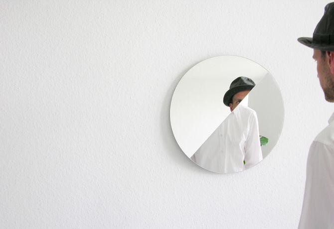 Vinkel mirror by Nicole Losos & Nikolaus Kayser
