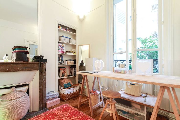 Apartment in Paris, France. Apartment of 52m2, ground floor very bright, overlooking a beautiful courtyard.  Two large separate bedrooms with mezzanine therefore, and can accommodate up to 5-6 people in all.  Beds are 140X200  Moldings, hardwood floors, fireplace, a comforta...