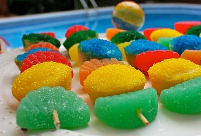 Pluff Mudd Studio: Cupcake Kabobs!: Pools Parties Kids, Diy Tutorial, Fruit Kabobs, Candy Cupcakes Kabobs, Candy Kabobs, Parties Ideas, Pools Party'S, Parties Cupcakes, Parties Food