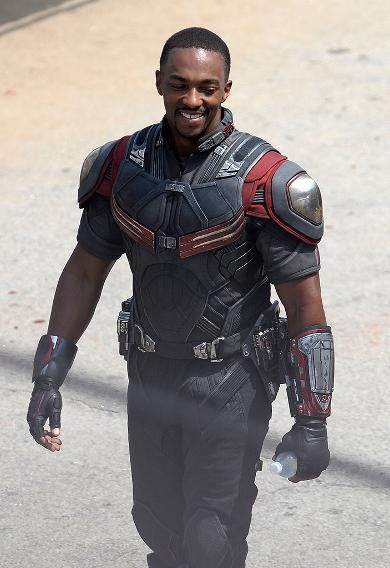 Anthony Mackie (Falcon) on the set of Civil War!!