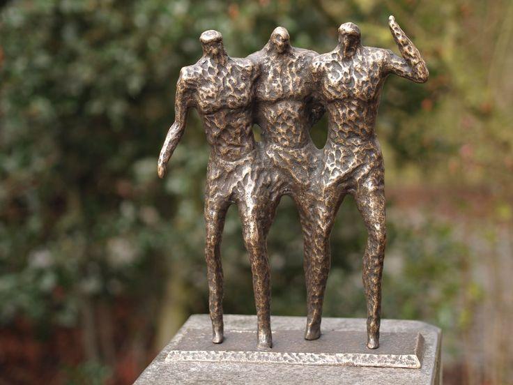 Sundir Drie Mannen Modern tuinbeeld