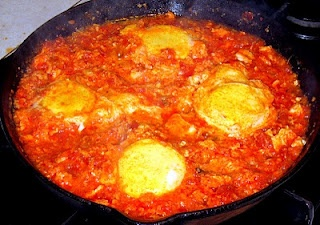 Shakshouka - eggs with tomatoes & roasted red peppers! Cooking dishes ...