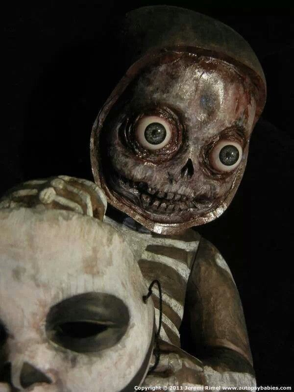HOLY SHIT! This is so creepy, my skin is crawling. Look at it's eyes...