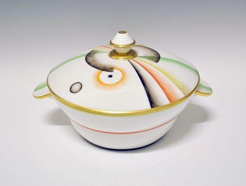 Bowl with lid by Nora Gulbrandsen for Porsgrund Porselen. Production 1929-35. Model 1860