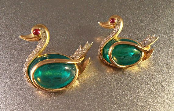 Trifari Flawed Emerald Rhinestone Swan Brooch by LynnHislopJewels