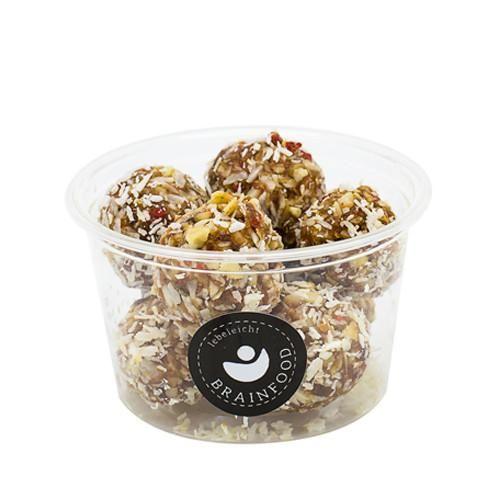 Brainfood - unser schneller Energielieferant Die handgemachten leckeren Bällchen sind ein köstlicher Snack und wohlig sattmachend. Perfekt für alles Naschkatzen, da der Fruchtzucker der Datteln, die die Grundbasis der Kugeln sind, einen niedrigen glykämischen Index aufweist, d.h. langsamer verbrennt und somit länger effektiv im Körper verweilt - eine gesunde Alternative zu den industriell gefertigten, gezuckerten und mit Farbstoffen versehenen Süßigkeiten..
