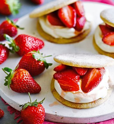 Strawberries and cream sandwiched between sugary sweet shortbread biscuits, a wonderfully summery flavour combination that never fails to please.