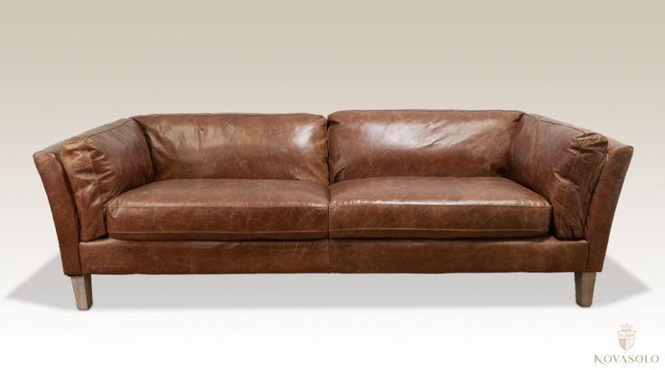 """Tøff, klassisk og behagelig Old Amsterdam skinnsofa i """"top grain vintage leather"""". Dette er en skinnsofa av høy kvalitet med god holdbarhet.Mål:Bredde 218 cmDybde 89 cmH&osla"""