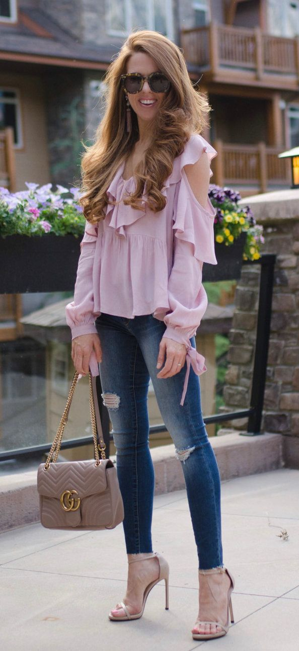 #summer #outfits Lilac Ruffles For Dinner At The Banff Grizzly House  Bring On The Fondue! My Top Is $54 And The Fit Is So Cute! // Shop This Outfit In The Link