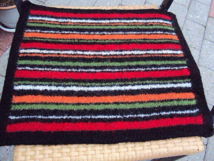 Strikket filtret siddeunderlag, noget af det bedste jeg har strikket og meget brugt