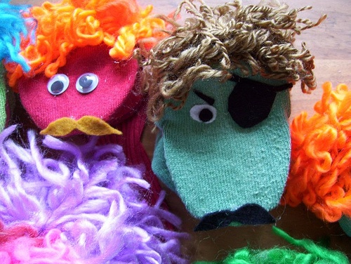 Easy No-Sew Sock Puppets Tutorial. Repinned by Kidlutions. For all of our family friendly pins, go to http://www.pinterest.com/kidlutionsDiy Socks, Puppets Tutorials, No Sewing Socks, Hand Puppets, Crafts Day, Crafts Kids, Cool Socks Puppets, Finished Looks Socks, Hands Puppets