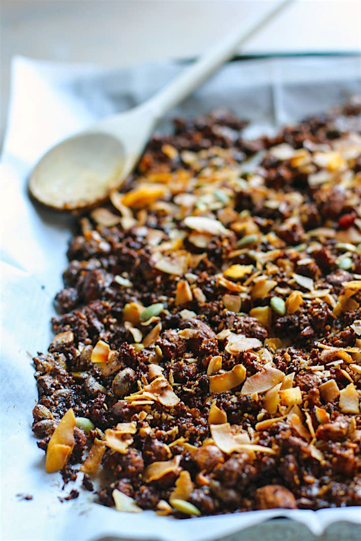 Toasted Coconut and Berry Grain Free Granola! A super simple homemade ...