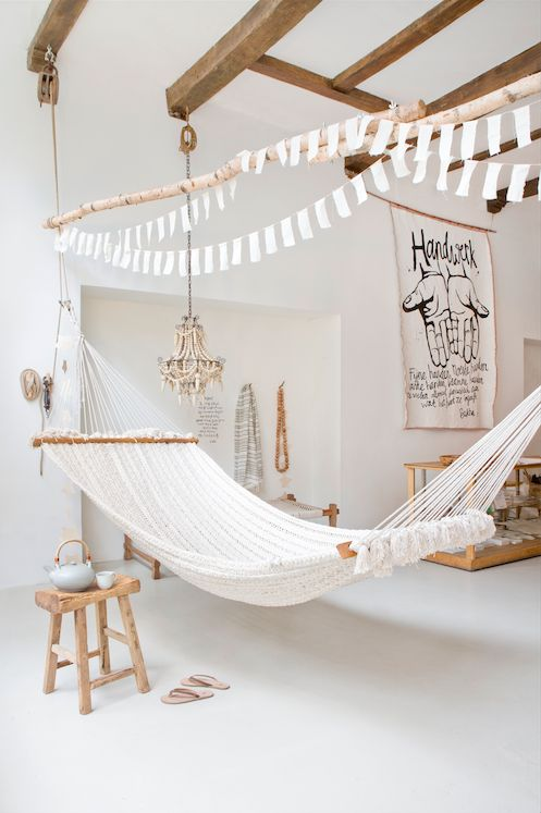 Want to paint the ceiling in Orbetello in white...and hang up my hammock...