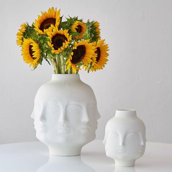 Vackert stilleben  #jonathanadler #doramaar #solrosor #homebysweden #heminredning #design #designklassiker #inredningsdetalj
