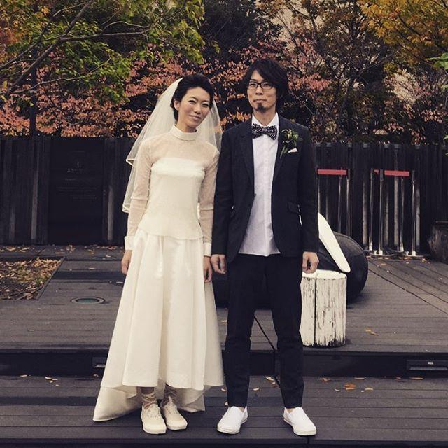 お客様写真♡ . 本日も素敵なお写真届きました! 長袖ブラウスでクラシカルに。 足元はスニーカーでカジュアルにあわせて頂きました! . 袖付きブラウスはwinter weddingにぴったり。 . 他にもいろんなタイプのブラウス揃ってますよ! . . #ザドレスルーム#ウェディングドレス #ナチュラルウェディング#ガーデンウェディング #リゾートウェディング#アウトドアウェディング #フォトウェディング#ドレス #シンプルドレス#カジュアルドレス #ナチュラルドレス#セパレートドレス #2次会ドレス#インスタ花嫁#花嫁#プレ花嫁 #結婚式準備#結婚式#試着#ドレスショップ #海外ウェディング#袖付きドレス#前撮り #thedressroom#wedding#crazywedding #instawedding#originalwedding #gardenwedding#photowedding