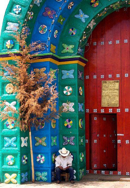 Mexico - Entrada a la Iglesia de  San Juan Chamula in Chiapas,