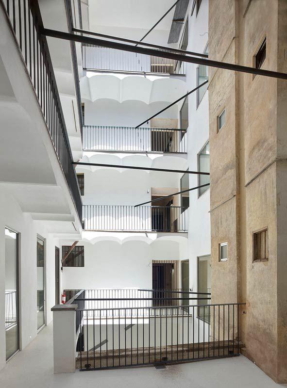 Die Ewige Stadt Und Der Fluss Der Zeit Architettura Fendi