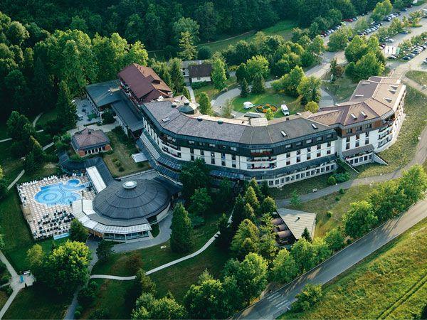 Šmarješke Toplice. Usred šuma i travnjaka, u zaklonu zelenih brežuljaka Dolenjske leži odgovor na čovekovu žudnju za zdravljem i opuštanjem u prirodi. Više informacija na: http://travelboutique.rs/terme/slovenija/%C5%A1marje%C5%A1ke-toplice #terme #banje #slovenija #odmor #wellness #spa