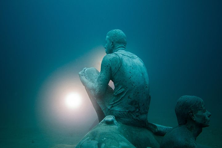 Hyperrealistic-Human-Sculptures-Submerged-in-Europe's-First-Underwater-Art-Museum-9