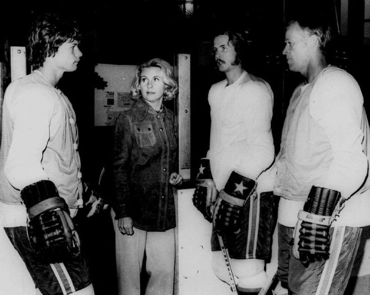 ** FILE ** In this March 1, 1974, file photo, the Howes, from left: Marty, Colleen, Mark, and Gordie, have a family discussion during a break in a hockey workout session in Houston, Texas. Colleen Howe, the wife of hockey great Gordie Howe and one of the first female sports agents, died Friday, March 6, 2009. She was 76. (AP Photo/EFK,file)