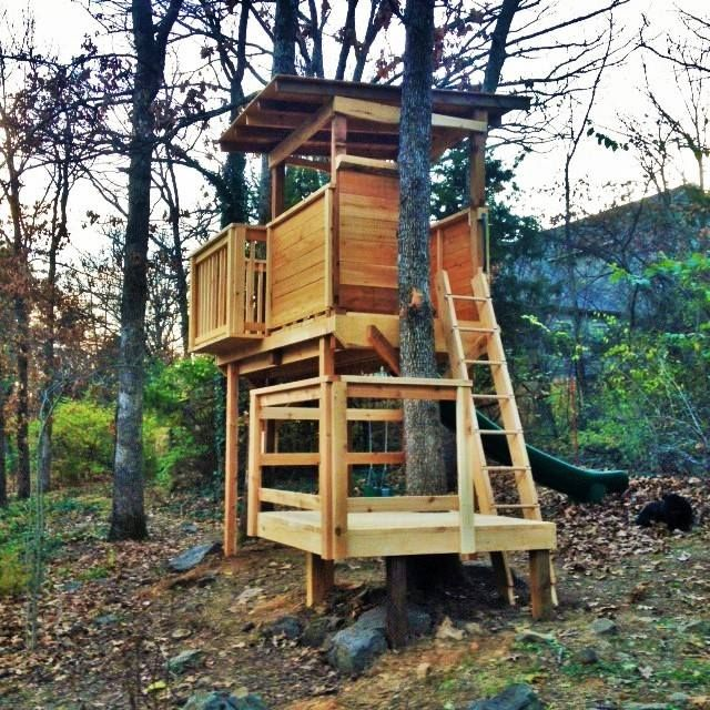 Natural State Treehouses: Two-level treehouse with 14' slide