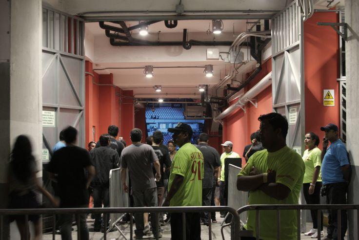 Se abren las puertas del Estadio Nacional, para el concierto de Metallica en Lima, Perú