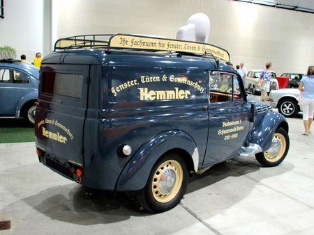 Renault juvaquatre (AHG-2) de 1951 (RegioMotoClassica 2011) 02
