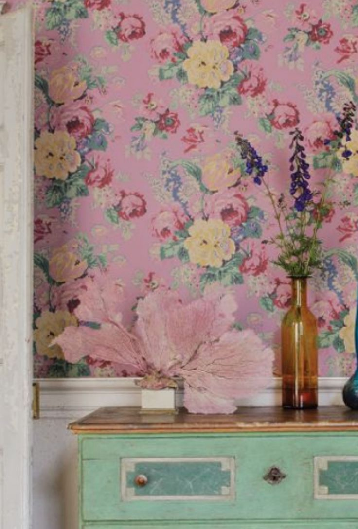 Feel nostalgic with Anna French's Bouquet vintage floral wallpaper #vintagewallpaper #floralwallpaper