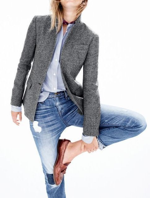 Rien de tel qu'un blazer gris ultra épuré pour accompagner un jean destroyed ! (photo J.Crew) (Best Boyfriend Who What Wear)