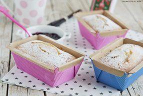 Plumcake con panna acida e mandorle