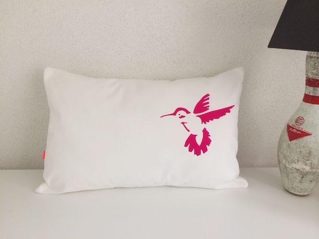 Kussen vogel diy met vilt op een witkussen of via zelf for Action printpapier