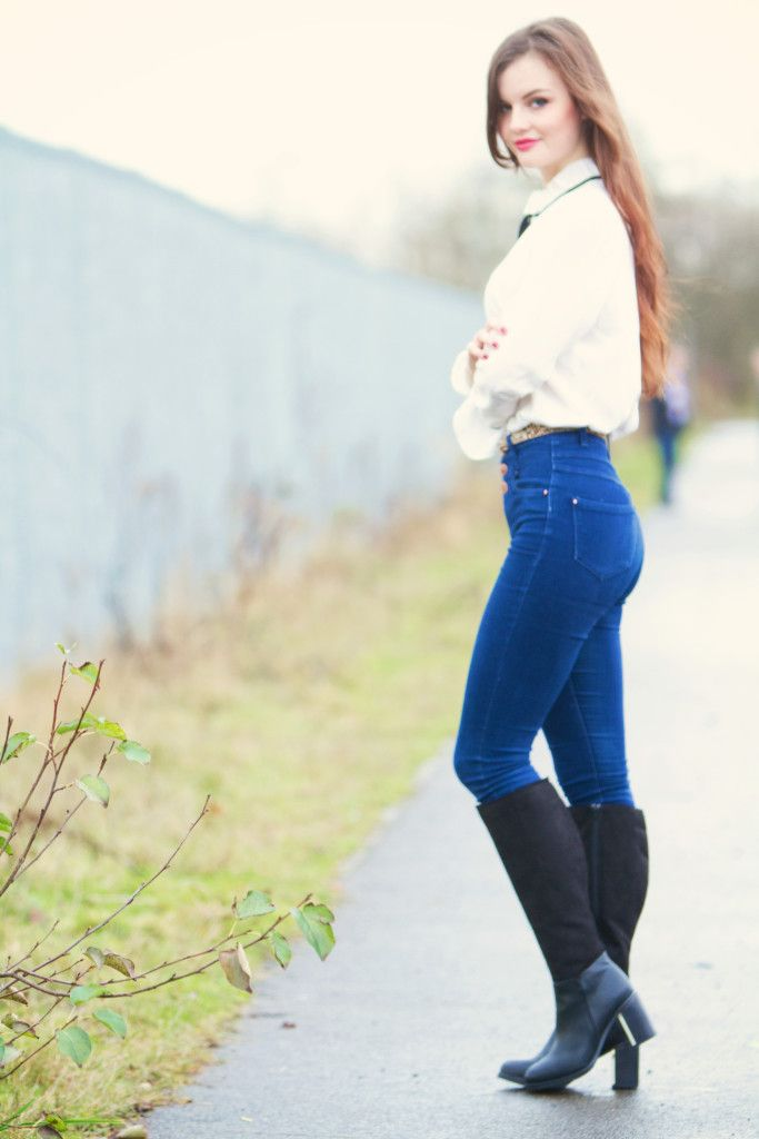 teenage girl in skinny jeans hent
