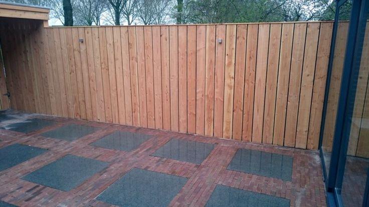 Schutting (voorzien van poort), gemaakt van douglas hout