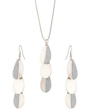Sparkling drop style metallic pendant set