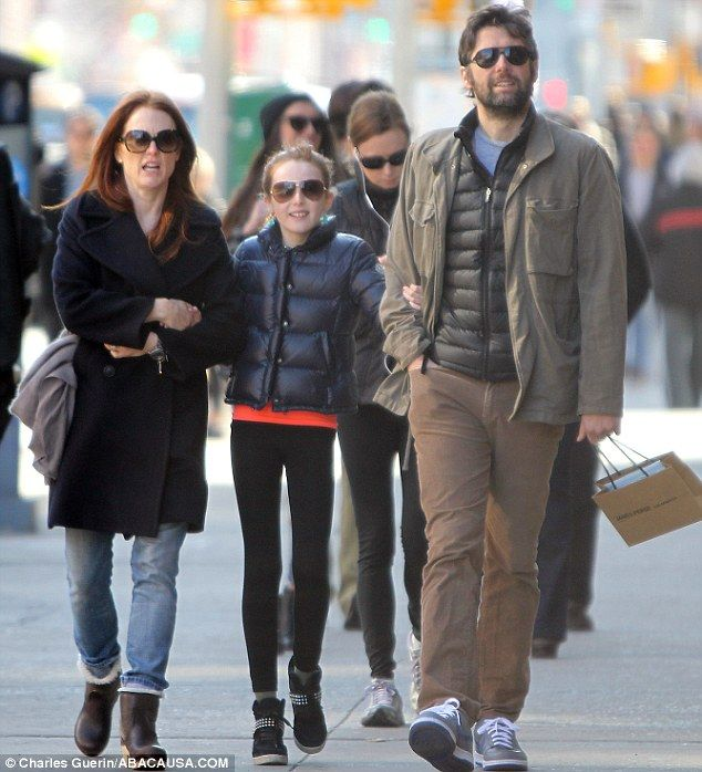 Julianne and mini-me daughter Liv go arm-in-arm with Bart Freundlich