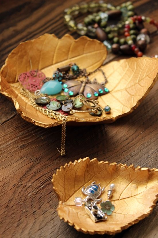 My road trip last week left me in a euphoric daze of beautiful fall leaves. Ashland Oregon was especially beautiful. Every Autumn I try at least one craft involving leaves. I have been wanting to do something with...