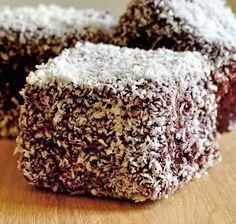 Prajitura tavalita este un desert de post excelent, o reteta simpla de prajitura si un rasfat pentru intreaga familie.